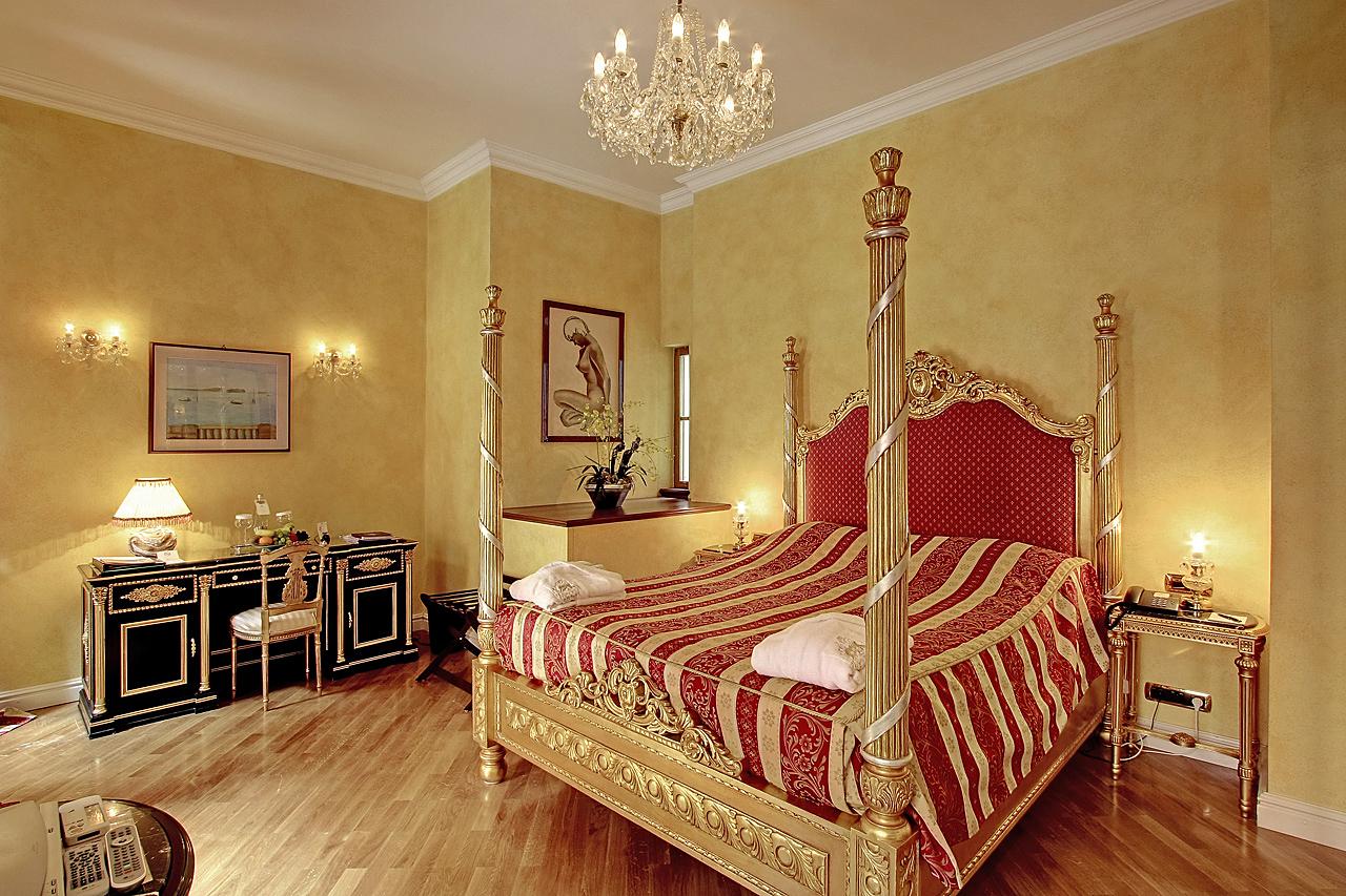 Alchymist luxusní pokoj s postelí Velda
