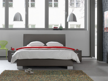 luxusní postel